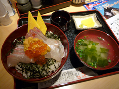 熊本駅の大漁食堂HERO海で海鮮丼と希少なクマモト・オイスター!