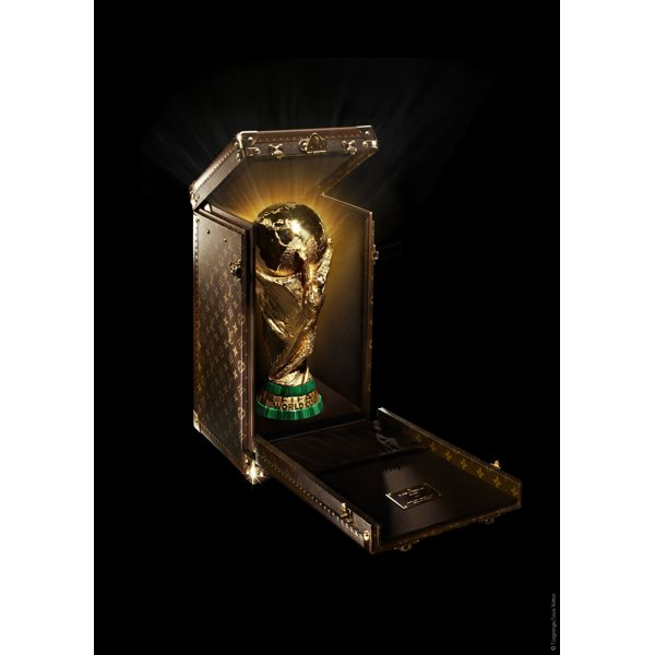 lv_worldcup_trophy_case_01-thumb-600x600-27836.jpg