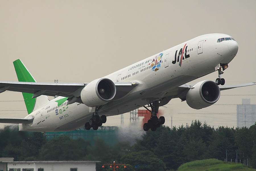 JAL B777-346ER JAL3002@下河原緑地展望デッキ(by EOS50D with SIGMA APO 300mm F2.8 EX DG/HSM + APO TC2x EX DG)