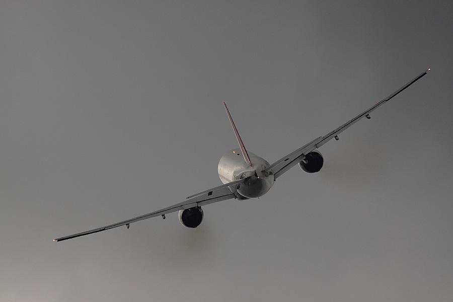 JAL B777-246 JAL110@下河原緑地展望デッキ(by EOS50D with SIGMA APO 300mm F2.8 EX DG/HSM + APO TC2x EX DG)