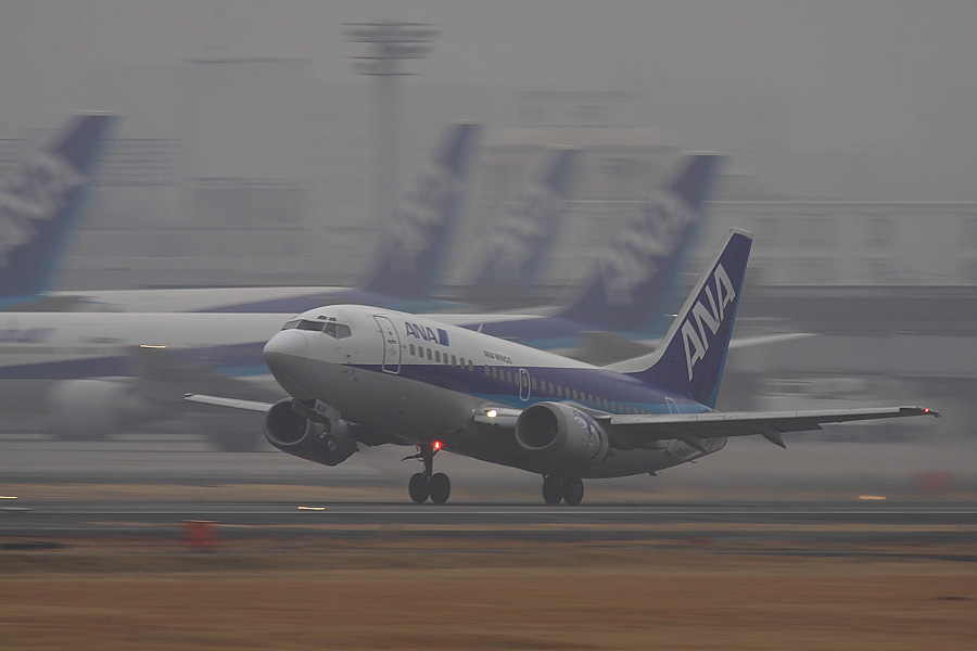 AKX B737-54K ANA501@RWY14Rエンド猪名川土手(by EOS 50D with SIGMA APO 300mm F2.8 EX DG/HSM + APO TC2x EX DG)