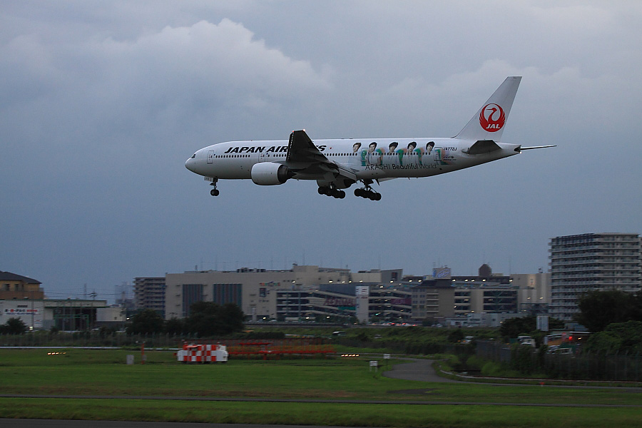 JAL B777-246 JAL131@エアフロントオアシス下河原(by EOS50D with EF100-400mm F4.5-5.6L IS USM)