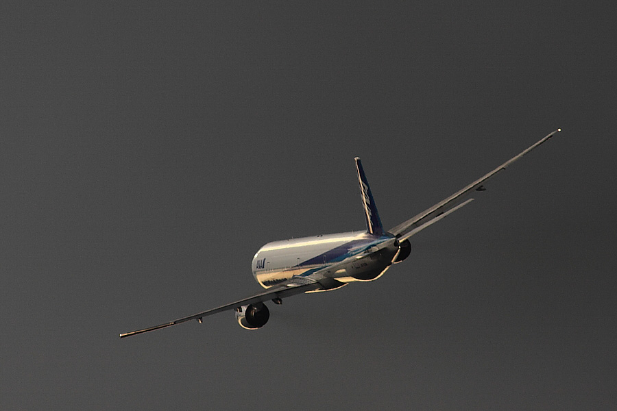 ANA B777-381 ANA34@下河原緑地展望デッキ(by EOS50D with SIGMA APO 300mm F2.8 EX DG/HSM + APO TC2x EX DG)