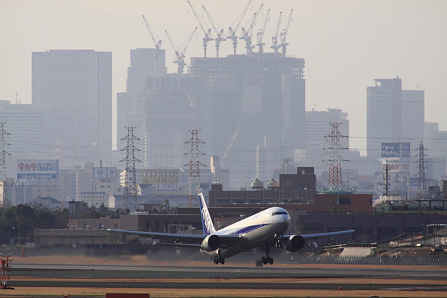 ANA B767-381 ANA962@下河原緑地展望デッキ(by EOS 50D with SIGMA APO 300mm F2.8 EX DG/HSM + APO TC2x EX DG)