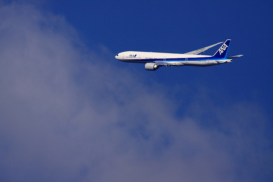 ANA B777-381ER ANA2176@下河原緑地展望デッキ(by EOS 50D with SIGMA APO 300mm F2.8 EX DG/HSM + APO TC2x EX DG)