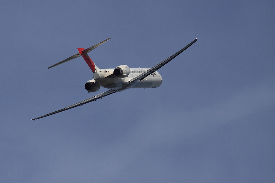 JAL MD-90 JAL2111@下河原緑地展望デッキ(by EOS50D with SIGMA APO 300mm F2.8 EX DG/HSM + APO TC2x EX DG)