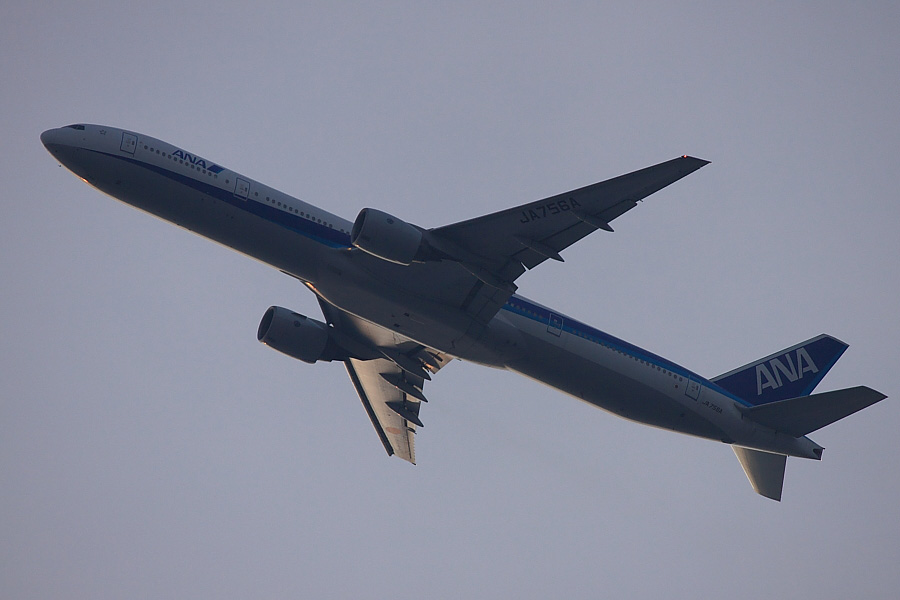 ANA B777-381 ANA36@自宅前(by EOS50D with EF100-400mm F4.5-5.6L IS USM)