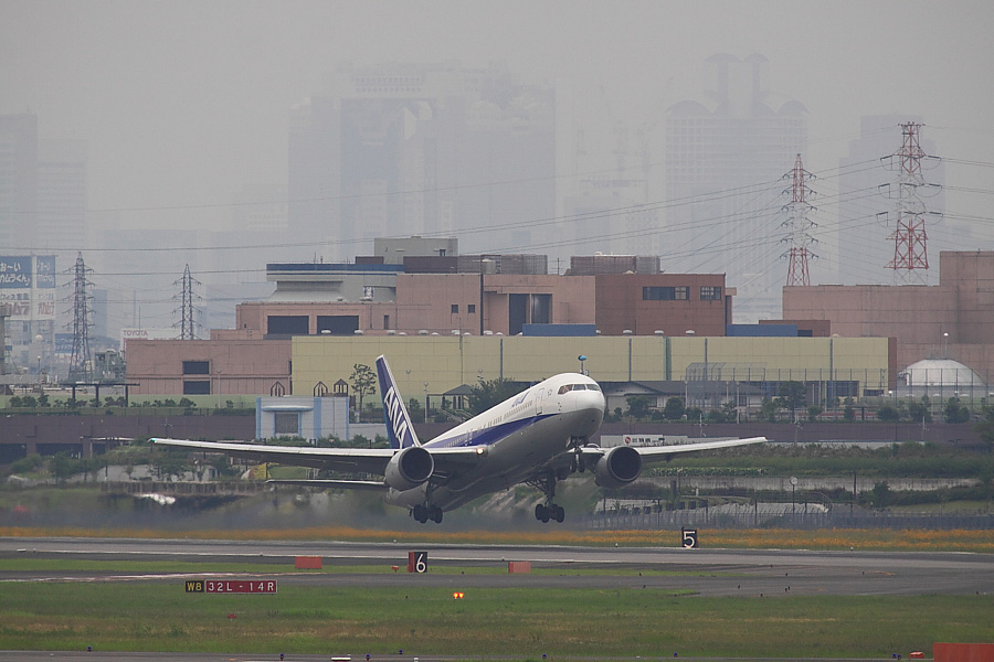 ANA B767-381 ANA962@下河原緑地展望デッキ(by EOS50D with SIGMA APO 300mm F2.8 EX DG/HSM + APO TC2x EX DG)