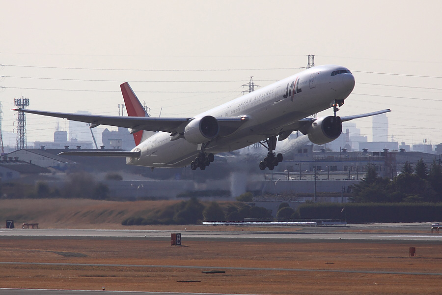 JAL B777-346 JAL2081@下河原緑地展望デッキ(by EOS 50D with SIGMA APO 300mm F2.8 EX DG/HSM + APO TC1.4x EX DG)