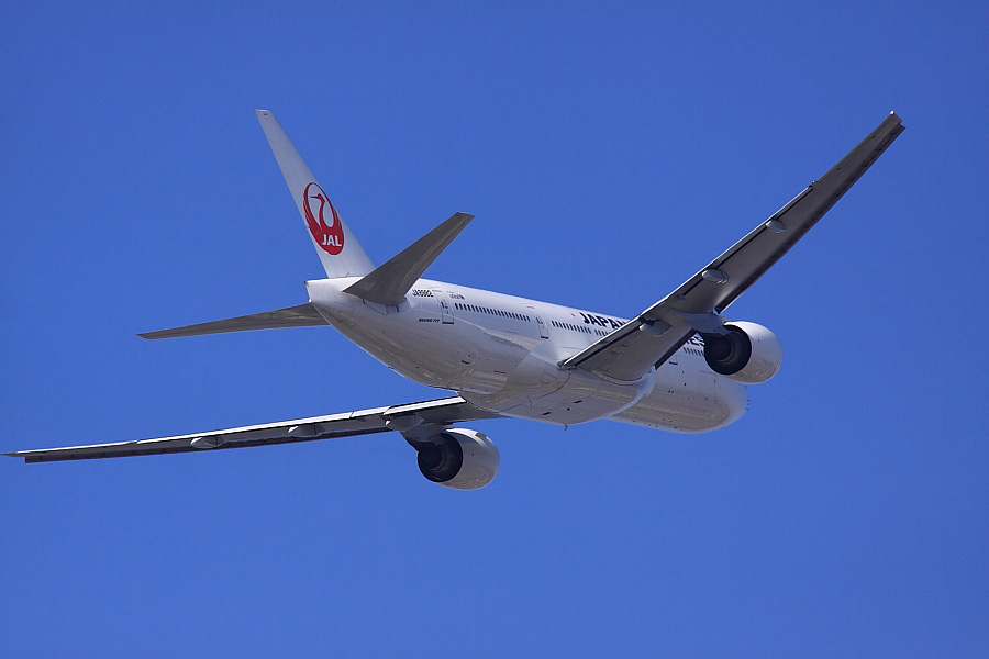 JAL B777-246 JAL110@下河原緑地展望デッキ(by EOS 50D with SIGMA APO 300mm F2.8 EX DG/HSM + APO TC1.4x EX DG)