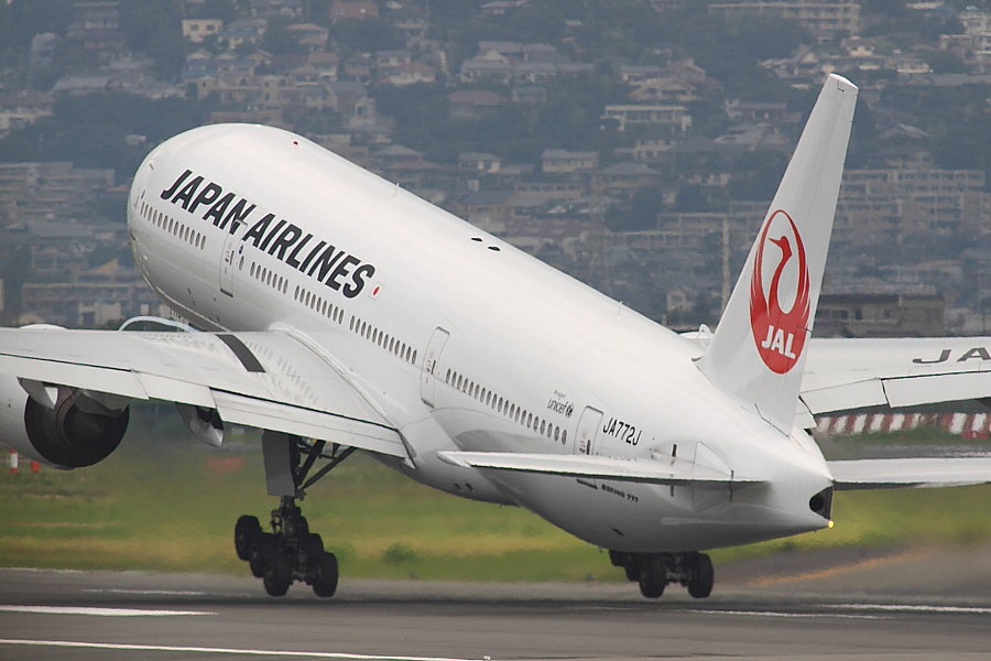 JAL B777-246 JAL110@伊丹スカイパーク(by EOS50D with SIGMA APO 300mm F2.8 EX DG/HSM + APO TC2x EX DG)