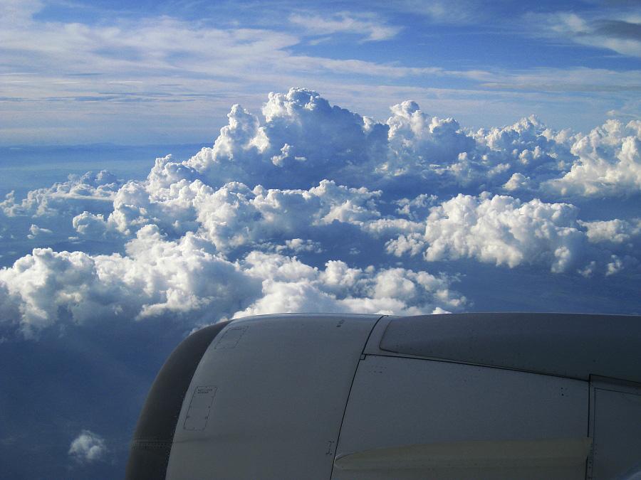 帰任空路・上空からの入道雲群@JAL127 Seat23K(by IXY DIGITAL 910IS)