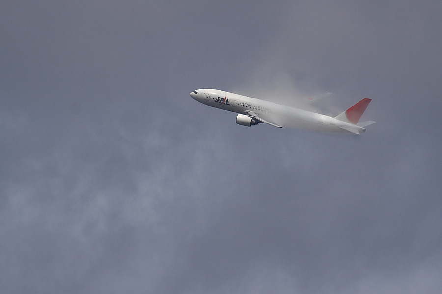 JAL B777-246 JAL110@下河原緑地展望デッキ(by EOS50D with SIGMA APO 300mm F2.8 EX DG/HSM + APO TC2x EX DG)