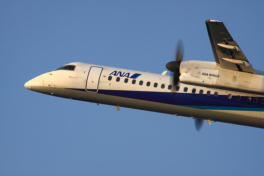 AKX DHC-8-402Q ANA1615@RWY14Rエンド・猪名川土手(by EOS50D with SIGMA APO 300mm F2.8 EX DG/HSM + APO TC2x EX DG)