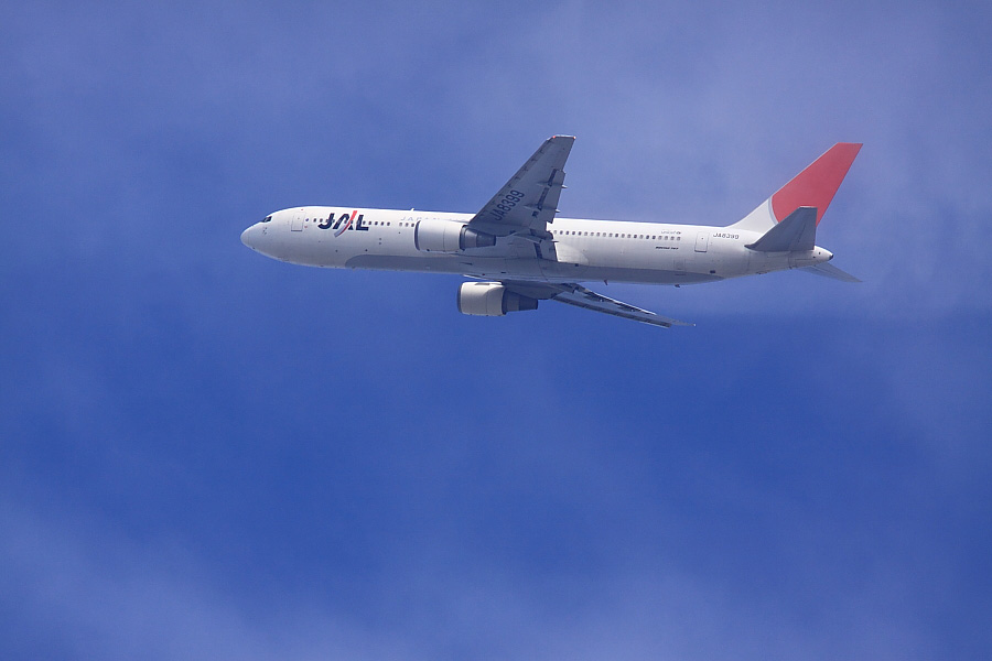 JAL B777-346 JAL104@瑞ヶ池公園(by EOS50D with SIGMA APO 300mm F2.8 EX DG/HSM + APO TC1.4x EX DG)