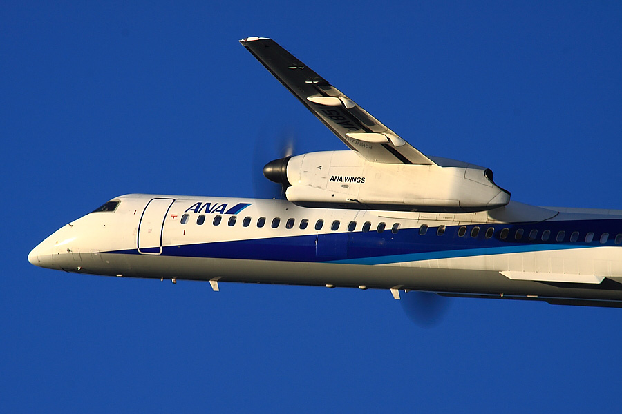 AKX DHC-8-402Q ANA1649@RWY14Rエンド・猪名川土手(by EOS50D with SIGMA APO 300mm F2.8 EX DG/HSM + APO TC2x EX DG)