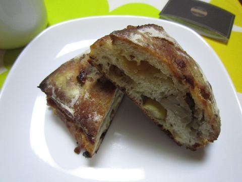 ホワイトチョコと栗のパン