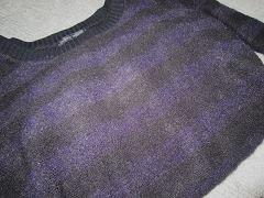 紫と黒のボーダーニット
