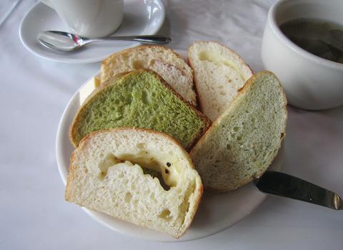パン食べ放題+カップスープ