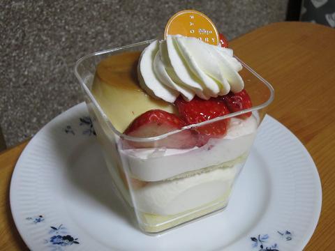 季節のプリンパフェ(苺)