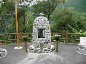 津賀ダム平和記念碑