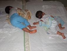 二人、寝てる
