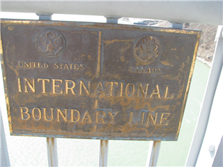 橋の上 アメリカとカナダの境界線