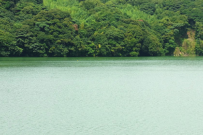 大隅湖の湖面