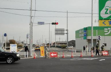 浜尾橋北交差点から東をのぞむ