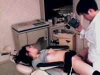 麻酔を使い昏睡させた女の子に中出しレイプする悪徳歯科医