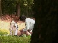 【盗撮】昼休みに公園の隅でセックスしてたOLを覗く!