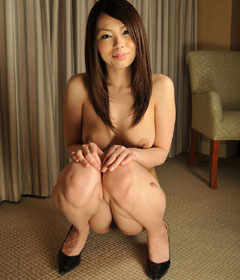 全裸でヒールだけ履いたお姉さんのおっぱいに興奮♪