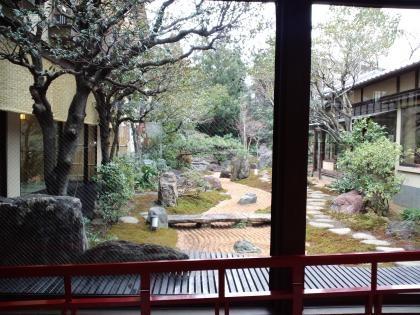 さやの湯日本庭