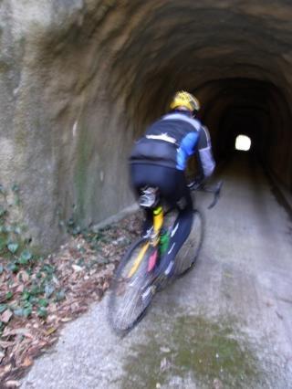 千倉 トンネルへ!!