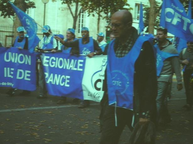 フランスデモ 労働組合