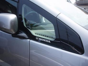 ステッカー貼り付け_運転席