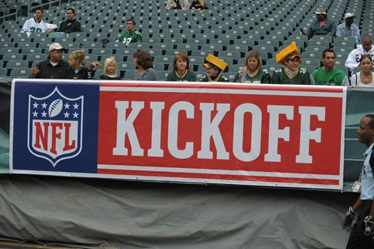 20100914 2010 NFL Kick off