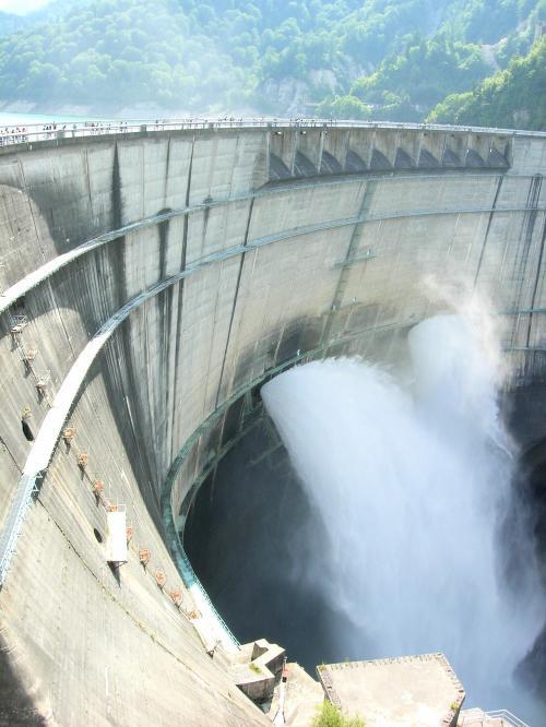 ダム水放出