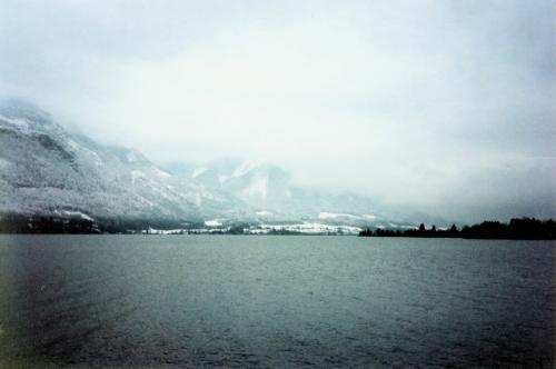 雪景色と湖