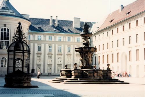 プラハ城中庭