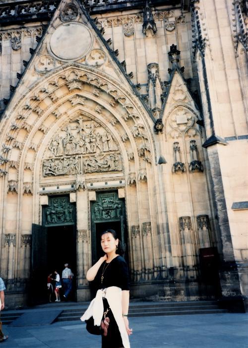 プラハ城教会入口
