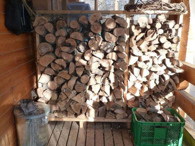 ニセアカシアの薪棚