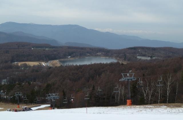 白樺国際スキー場から見た12月中旬の女神湖