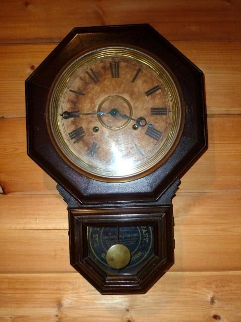 アンティークの柱時計