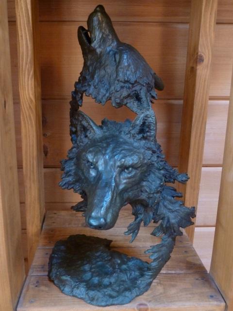 オオカミのブロンズ像