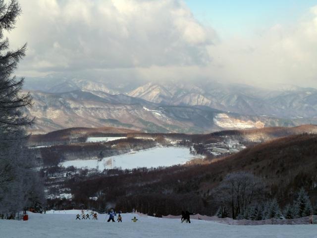 白樺国際スキー場から見た冬の女神湖
