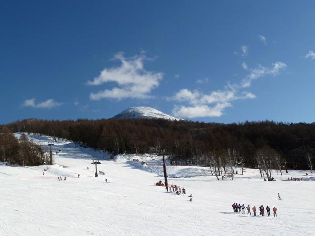 白樺高原国際スキー場と蓼科山