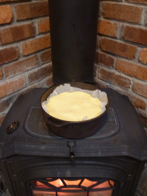 ダッチオーブンで焼くチーズケーキ