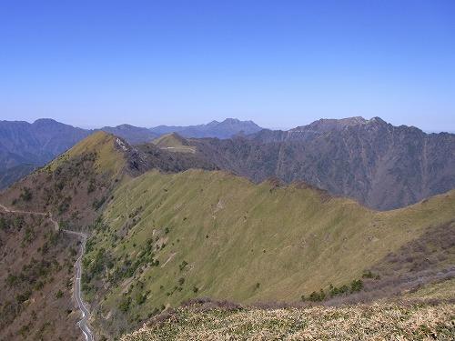 伊予富士より瓶が森・石鎚山を望む