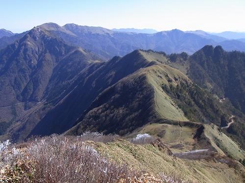寒風山・笹ヶ峰を望む